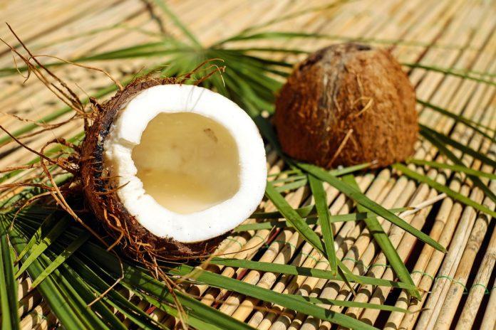 5 najlepszych olejków – ratunek dla zniszczonych włosów