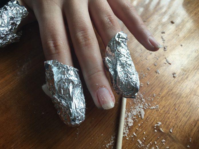 Odżywki do paznokci – zadbane dłonie to Twoja wizytówka również latem