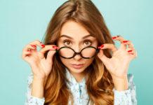 Makijaż pod okulary – jak podkreślić makijaż oczu?
