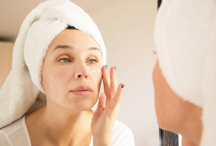Jak nawilżać dojrzałą skórę twarzy