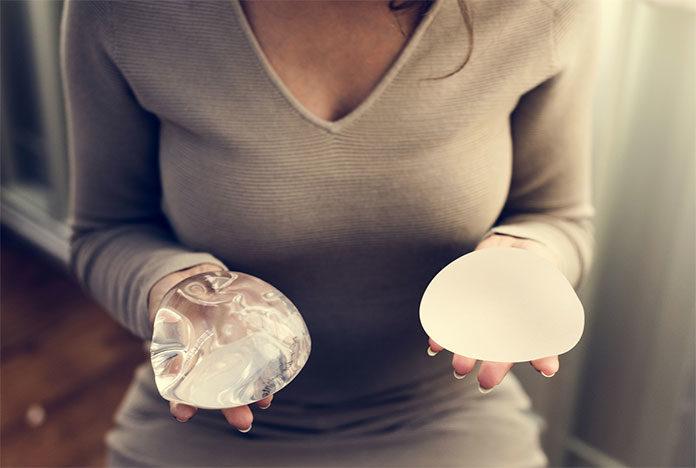 Od czego zależy cena zabiegu powiększenia piersi?