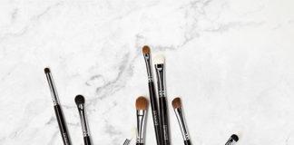 Syntetyczne czy naturalne? Jakie pędzle do makijażu oczu będą lepsze?