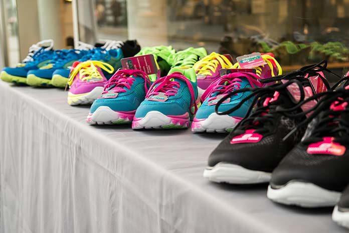 Najmodniejsze kolory butów tego lata